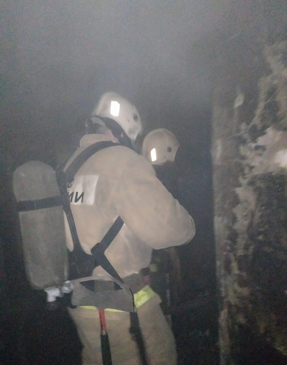 На пожаре в г. Керчь сотрудники МЧС России спасли человека