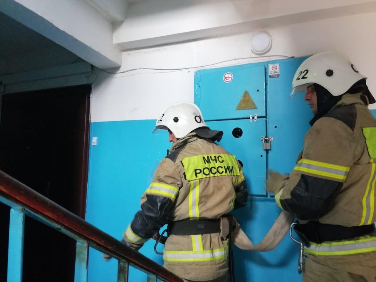 На пожаре в ГО Евпатория сотрудники МЧС России эвакуировали 20 человек